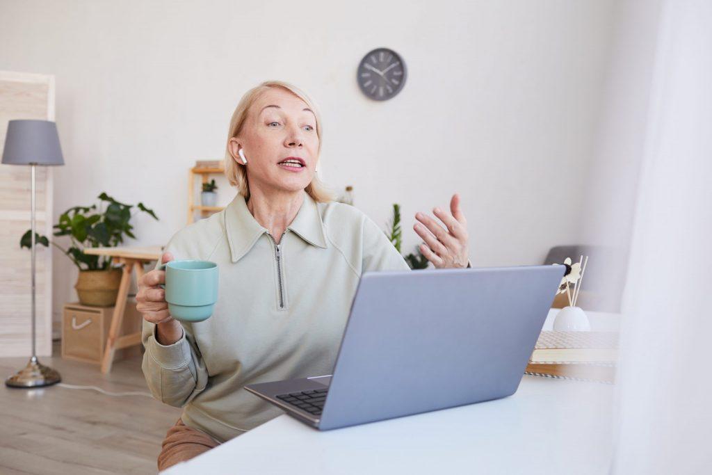 Conferencia en línea para adultos mayores